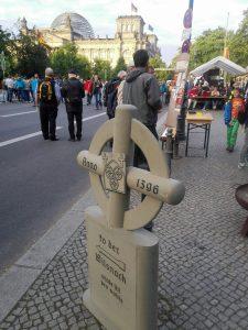 Pilgerkreuz vor Reichstag